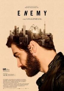 Jake Gyllenhaal de profil.