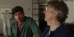 Pierre-Yves Cardinal et Normand D'Amour se regardent dans Le garagiste.
