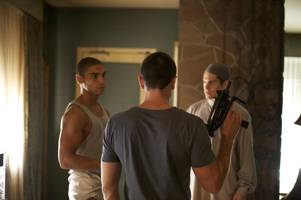 Trois membres de la cellule, dont un armé, dans Made in France.