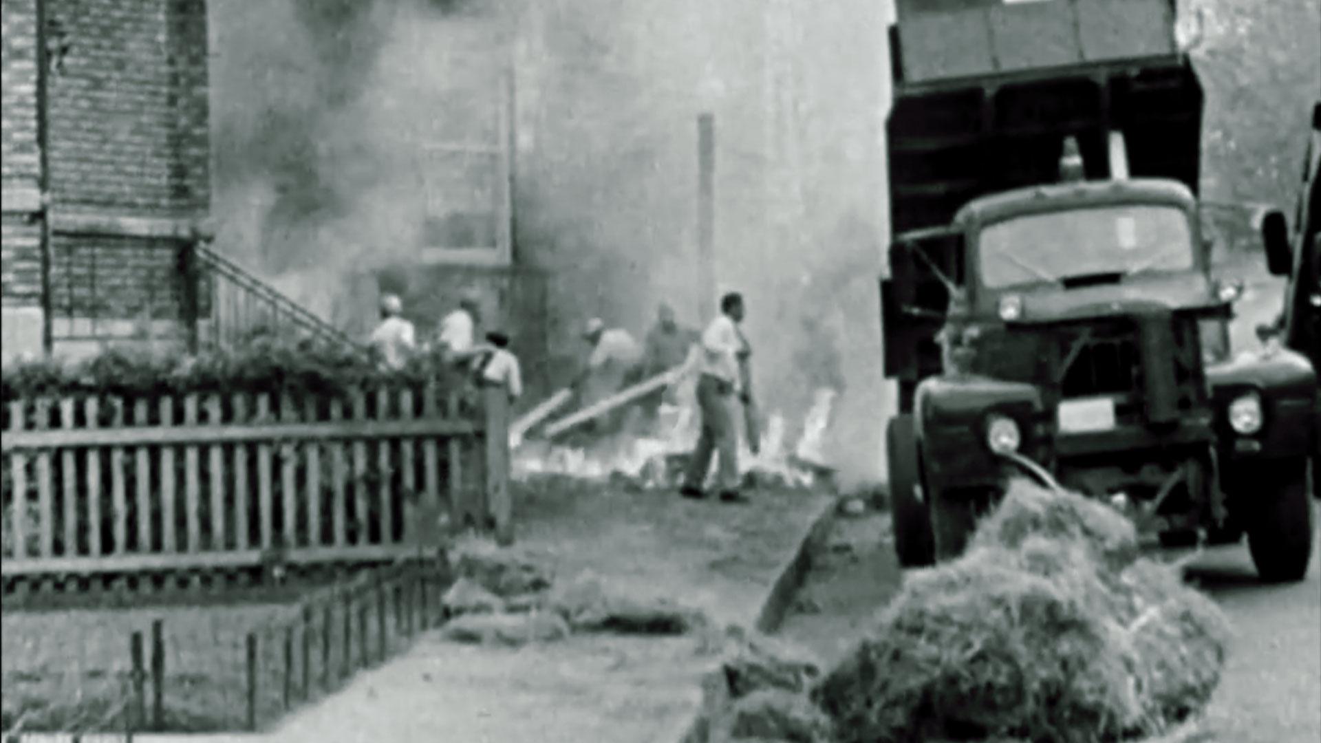 Attentat du FLQ  à Westmount dans les années 60, dans Québec My Country Mon Pays