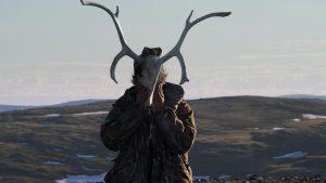 TUKTUQ - Martin et son crâne de caribou