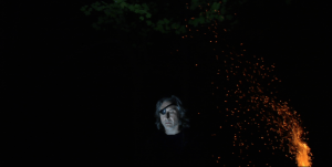 Koroviev près d'un feu, dans Les arts de la parole