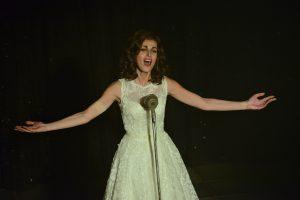 Dalida (Sveva Alviti) sur scène