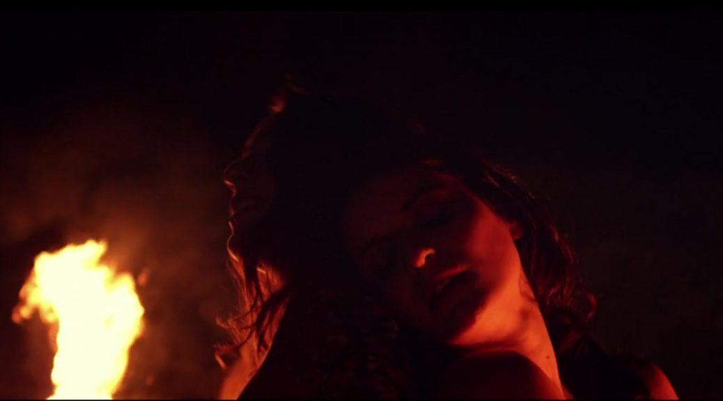 Ghodwa Hay - danse devant un feu