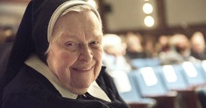 Photo d'une religieuse, dans Le dernier souffle