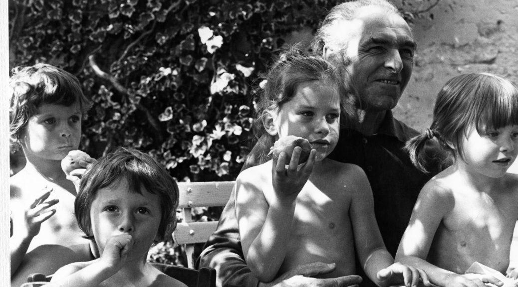 Robert Doisneau et ses petits enfants Sonia Alexandre Marie Clémentine Buthiers été 1978 HD - Une