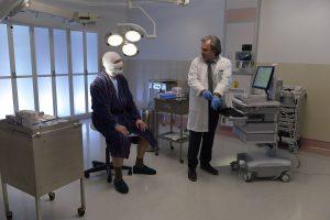 Le docteur Richard et m. Turcotte (Guy Thauvette)