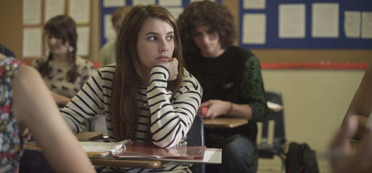 April songeuse en classe.