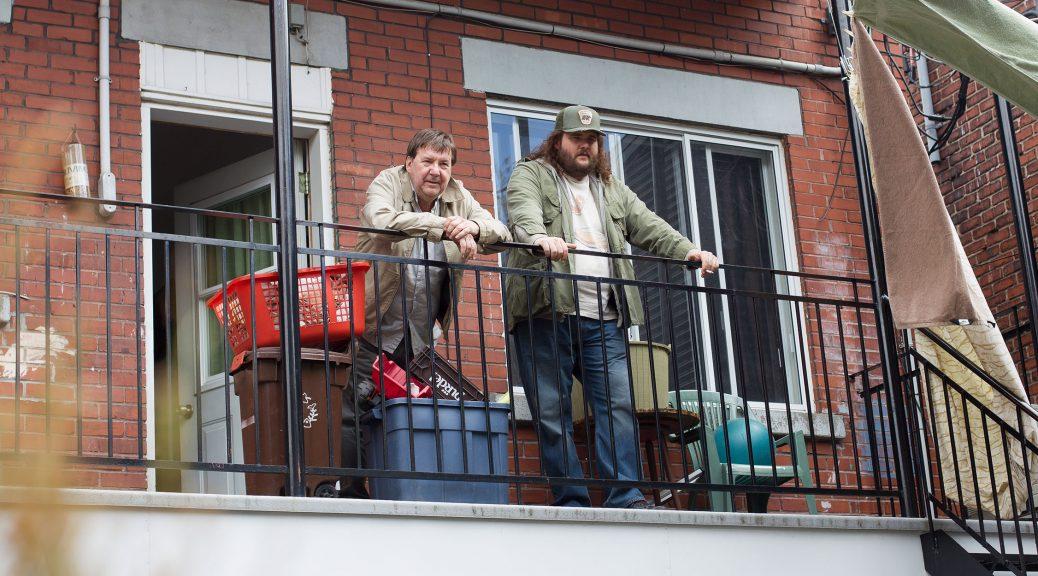 Papa et junior Bougon sur le balcon