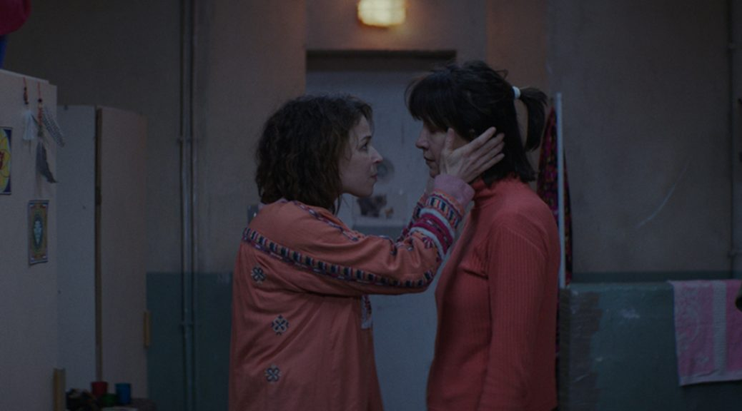 Mathilde et Anita dans leur cellule, dans La taularde