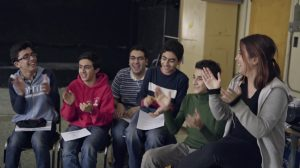 Bagages - des élèves interprètent des chants de chez eux