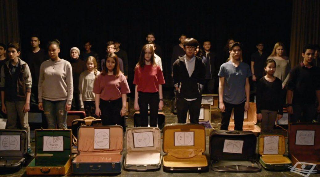Bagages - les élèves sur scène