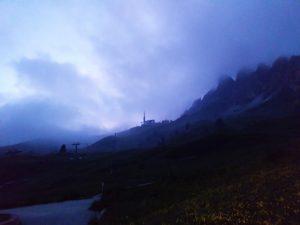 Brouillard sur les Dolomites, Passo di Val Gardena