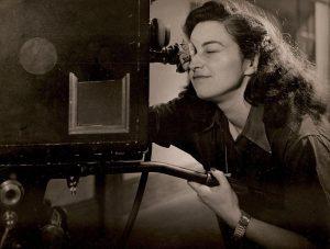 Women Make Film - chapitres, parties et découpage